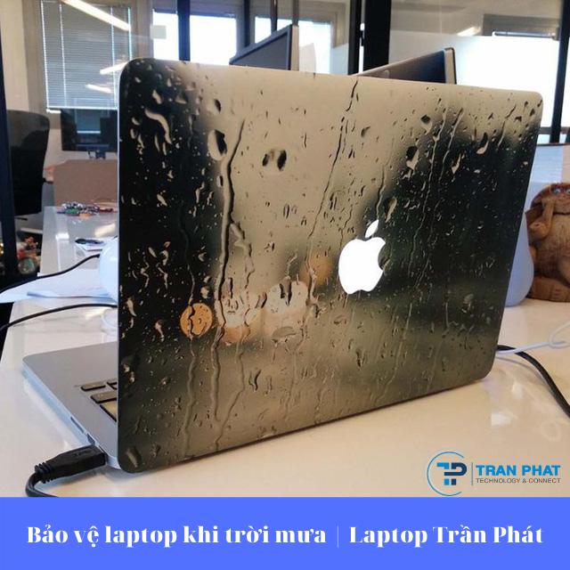 Bảo vệ laptop khi trời mưa