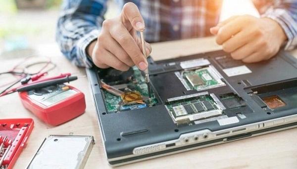 cách kích pin laptop bị kiệt