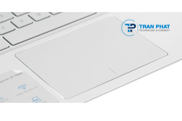 Dell Inspiron 7591 laptop có touchpad rộng