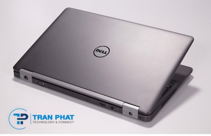 Máy laptop Dell Latitude E5570 phủ một màu đen vô cùng thu hút, sang trọng và lịch lãm