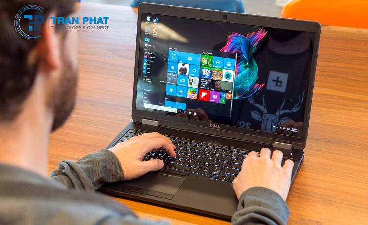 Bàn phím của máy Dell Precision 3510 là bàn phím Chiclet, Full Size chống tràn