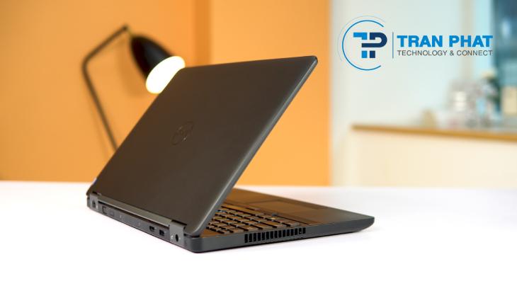 Dell 3510 sở hữu kích thước là 377 x 253 x 22 mm với trọng lượng chỉ 2.4kg
