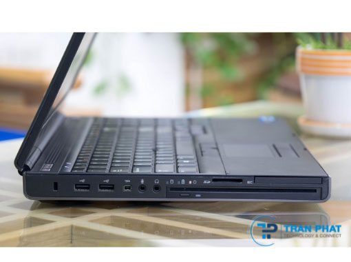 Dell precision 4700 có thiết kế khá to nặng