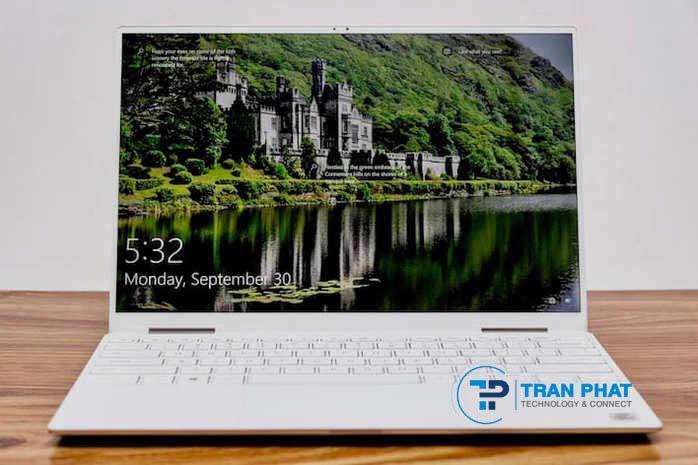 Màn hình của Dell XPS 13 2in1 i5 10210u