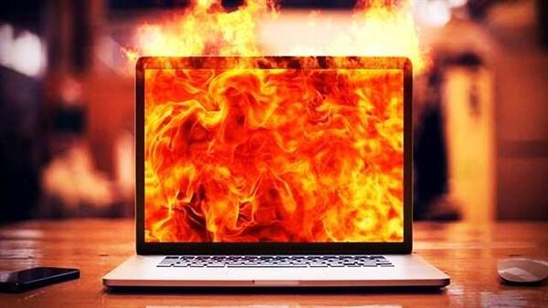 sạc pin laptop không vào